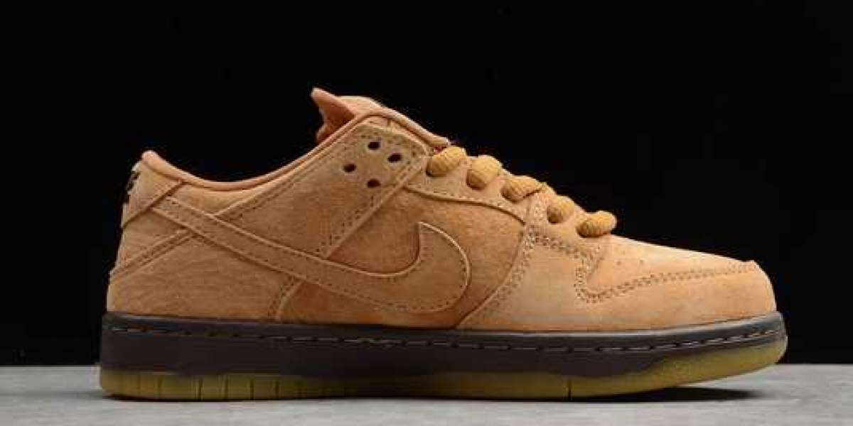 """Sean Cliver x Nike SB Dunk Low """"Christmas"""" New Released"""
